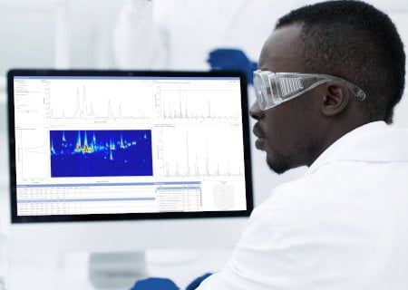 An image of man using AnalyzerPro XD software in laboratory.